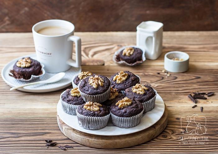 FIT muffinki czekoladowe z cukinią i orzechami włoskimi (bez cukru)