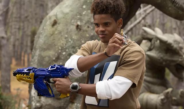 Novos detalhes do Ranger Dourado de Power Rangers Dino Fury são revelados