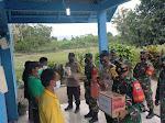 Personil Polsek dan Koramil Tigalingga Bagikan Bansos Untuk Korban Angin Puting Beliung