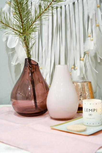 kirppsilöytö lasimaljakko roosa asetelma lempi kynttilä tuoksu