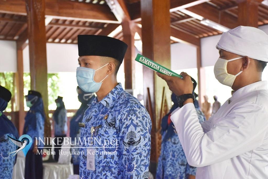 Hari Kesebelas Ramadan, Bupati Kebumen Lantik 27 PNS Baru