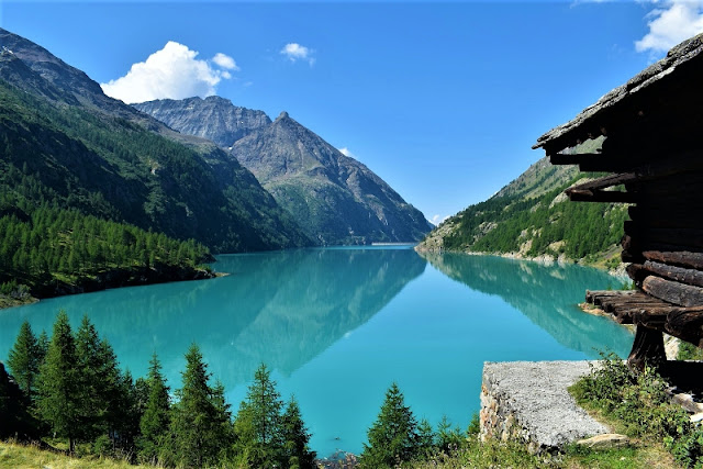 LAGO DI Place Moulin