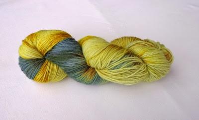 http://de.dawanda.com/product/35723121-Sockenwolle-natur-pur-mit-Pflanzen-handgefaerbt