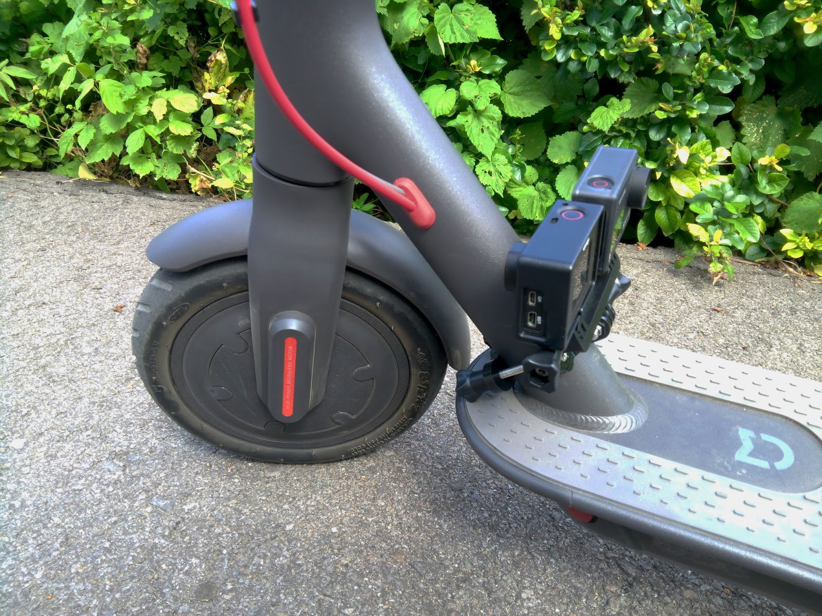 Xiaomi M365 Mijia Electric Scooter Review Techtronic9000 Typical Power Control Wiring Because The Has Ip54 Waterproof Rating It Can Function When Its Raining But With Only One Constriction And That Is Water Level Should