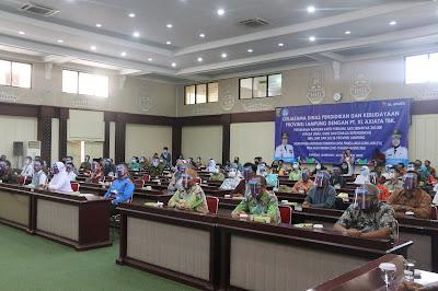 Wakil Gubernur Lampung Serahkan Bantuan Paket Kuota Belajar dari PT XL Axiata kepada Pelajar dan Guru