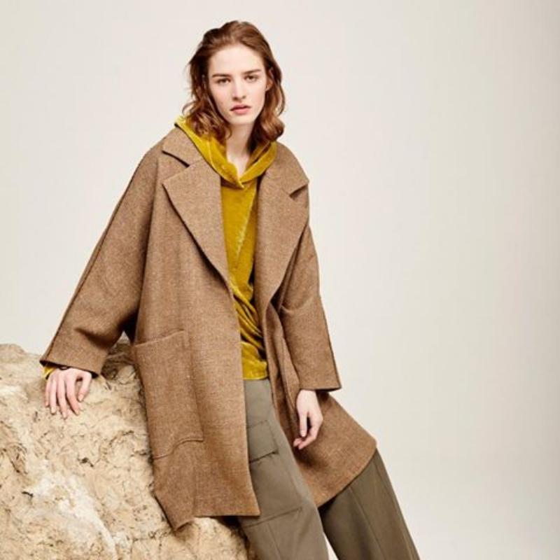 Vorfreude auf den Herbst: Wie man jetzt Camel Coats trägt