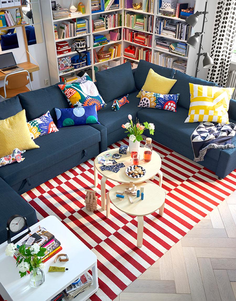novedad catálogo ikea 2020 salón familia multicolor sofá cama y textiles de colores