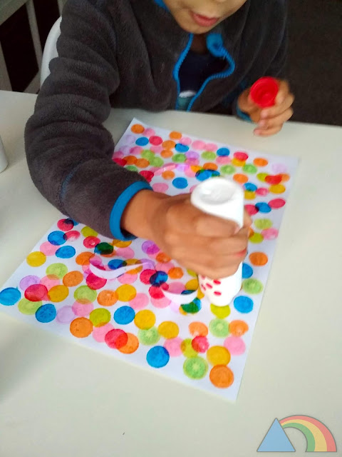 Pintando con los Do-a-Dot Art Markers