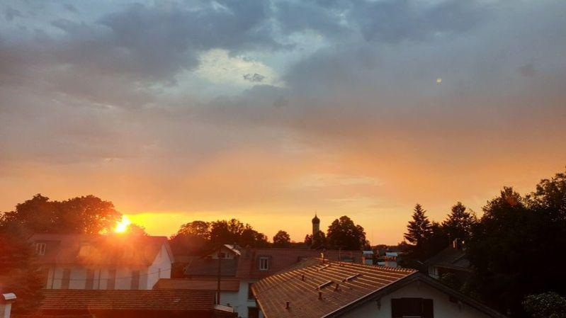 Sonnenaufgang über dem Dorf
