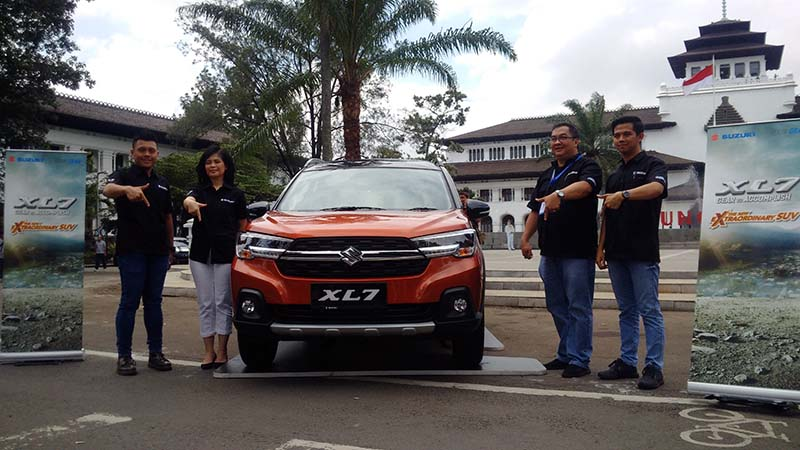 Suzuki XL7 Meluncur di Kota Bandung