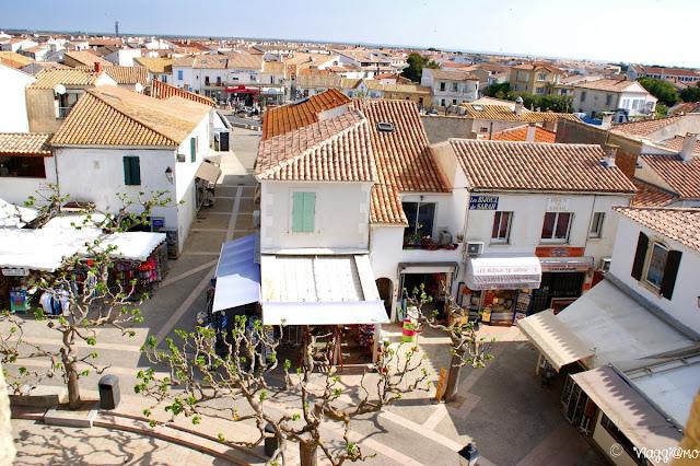 Casette bianche e piazzette di Saintes Maries de la Mer