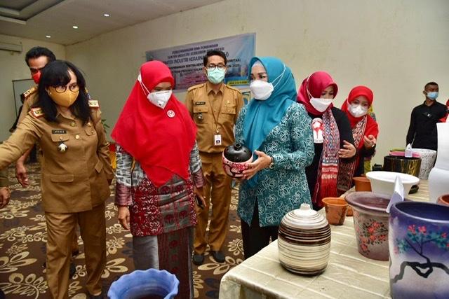 Lies Nurdin Buka Bimtek Pengrajin Industri Kerajinan Gerabah di Takalar.lelemuku.com.jpg