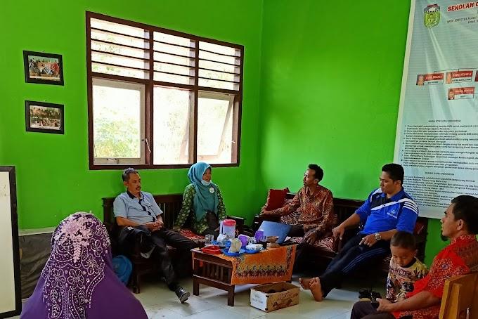 Kunjungan Pengawas Sekolah di SD Negeri 236/VIII Kelompang Jaya
