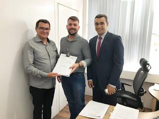 Projeto da Biblioteca de Picuí é entregue na Secretaria de Planejamento do Estado