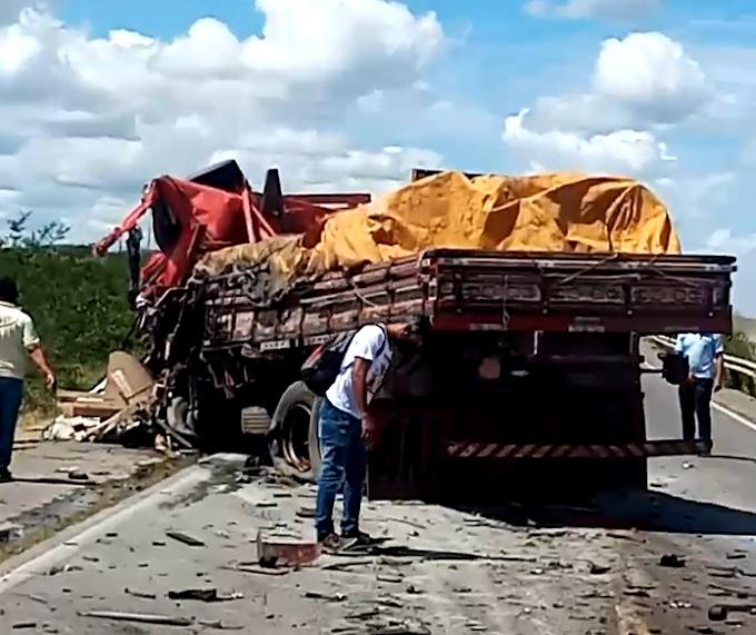 Motorista morre após batida entre dois caminhões na BR-116, em Serrinha