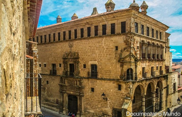 Palacio de los Duques de San Carlos; Trujillo