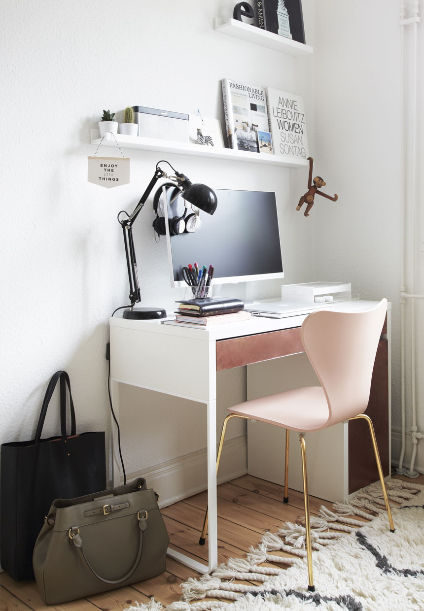 homeoffice inside of a scandinavian interior, pink arne jacobsen chair, kaj bojesen monkey