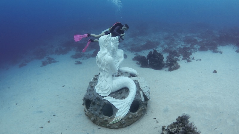 patung mermaid bunaken dive spot mermaid statue near grand luley resort