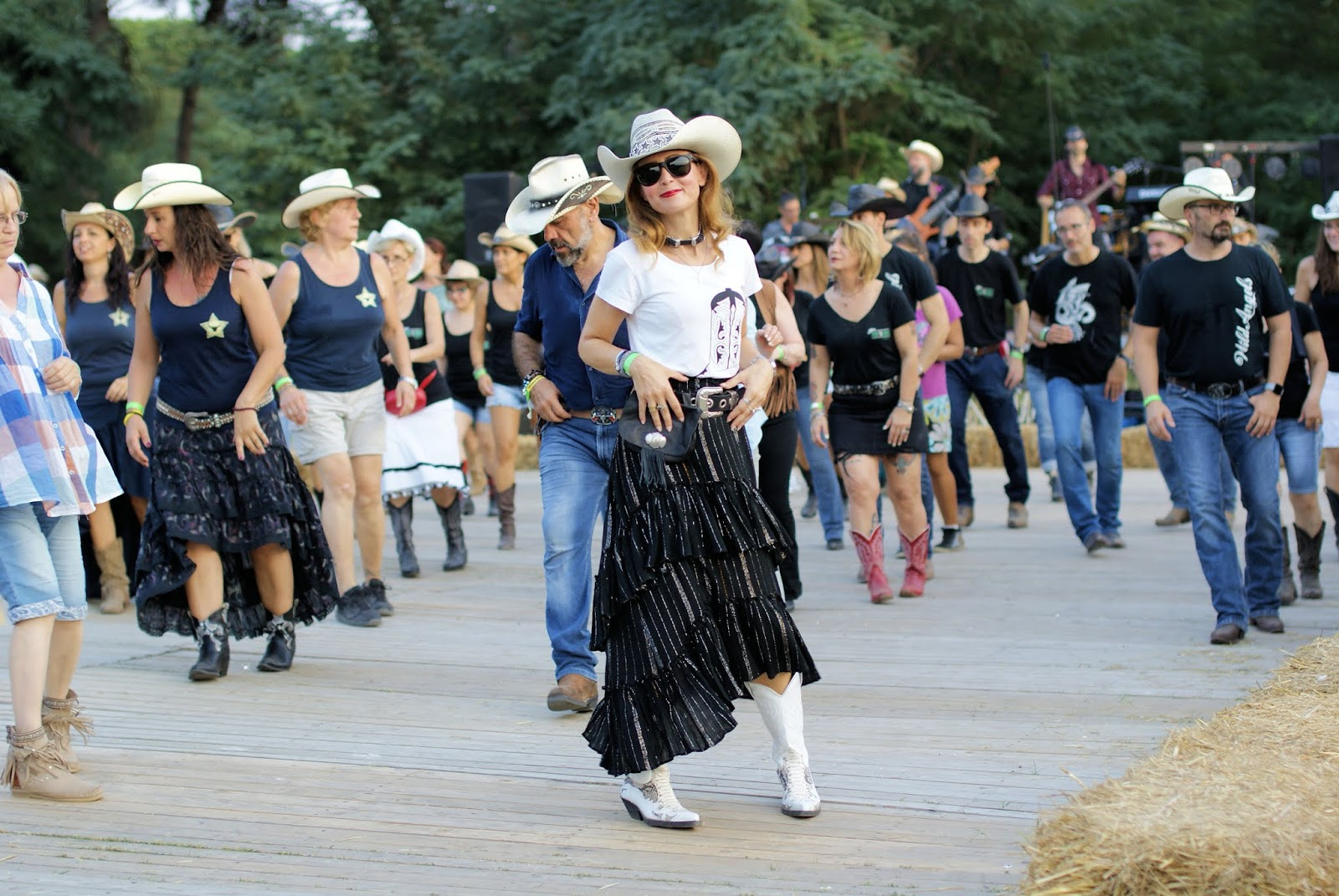 A fashion Country line dancer...blogger on Fashion and Cookies fashion blog