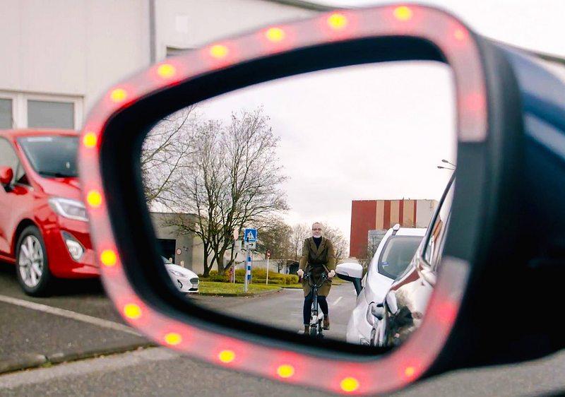 Alerta sonora y de luces le avisa al conductor cuando está a punto de chocar con un ciclista