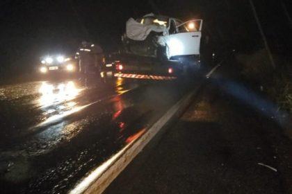 Tragédia no Norte de Minas Gerais | mãe e filha morrem em acidente entre carro e caminhonete na BR-251