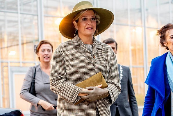 Queen Maxima wore Natan dress and Natan suede pumps, Diamond earrings She carried Natan clutch bag. Wageningen University