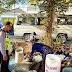 Anggota Polsek Geger Polres Bangkalan Dekati Pengunjung Pasar Campor Yang Gunakan Pick Up