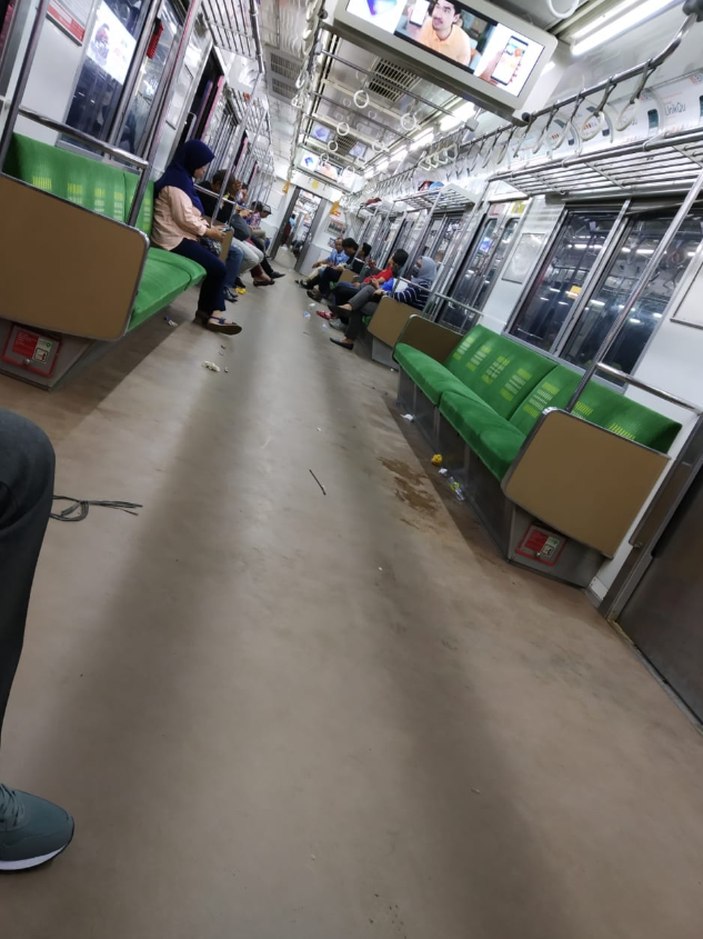 Commuterline Serpong-Tanah Abang Banyak Sampah, Petugas Kebersihan: Peserta Reuni 212 Penyebabnya