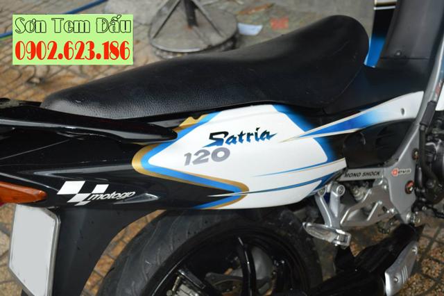Sơn tem đấu Satria 2006 màu trắng xanh đen Viru