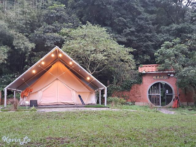 拉波波村營區環境暖東峽谷步道旁