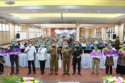 Gubernur Serahkan Bantuan Hewan Ternak di Lampung Selatan