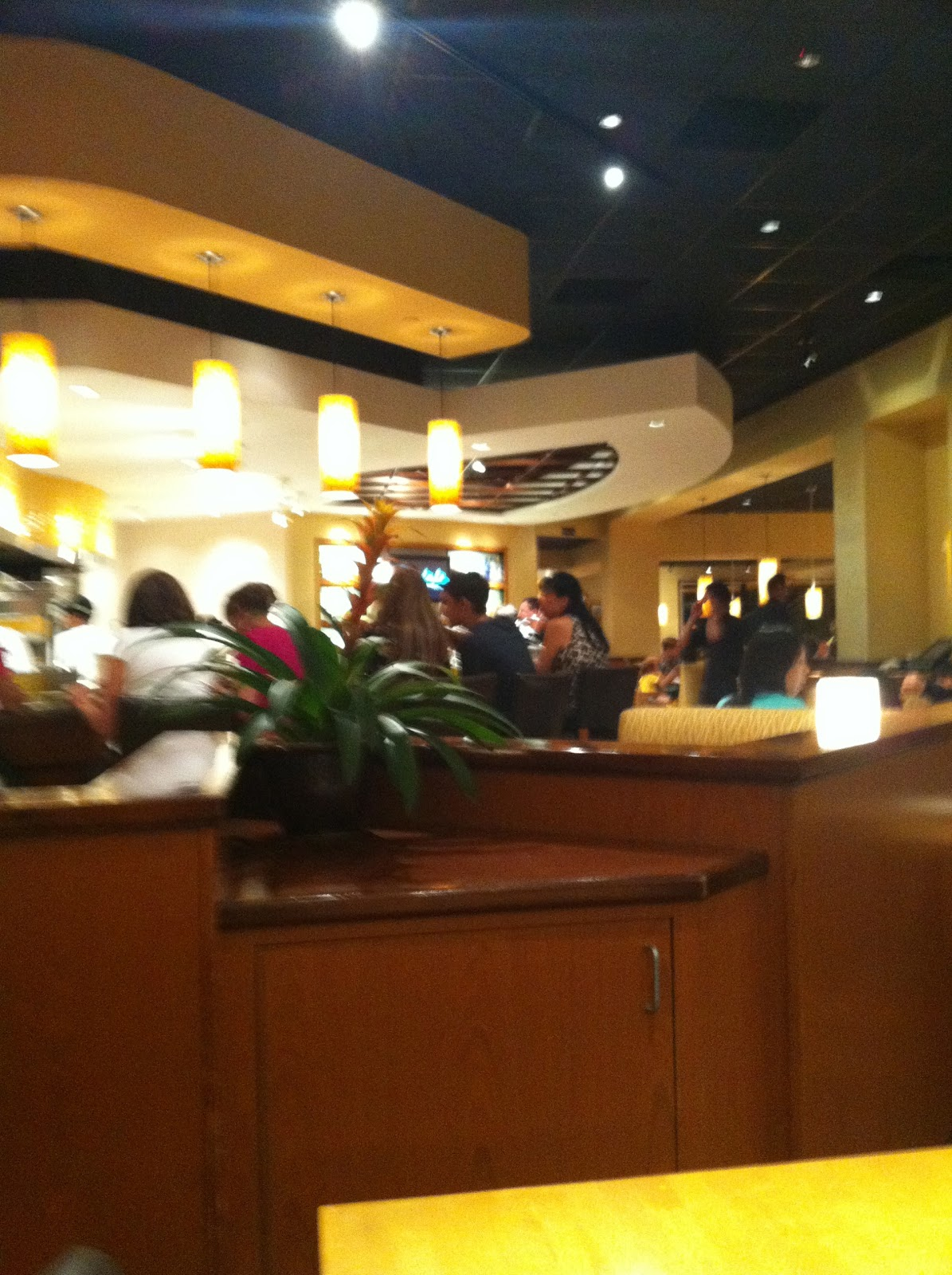 California Pizza Kitchen Anaheim Garden Walk Taste Of Hawaii California Pizza Kitchen