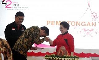 Pak Jokowi Harus Segera Berhenti Secepat Mungkin sebagai Petugas Partai