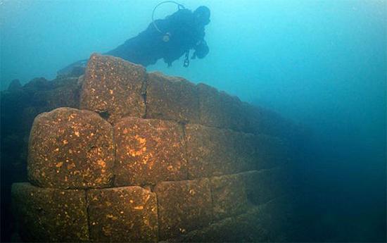 Misterioso Castelo de 3 mil anos é encontrado submerso na Turquia - Img Twiter