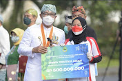 Ridwan Kamil Menyerahkan bonus kepada atlet  Olimpiade Tokyo 2020 asal Jabar