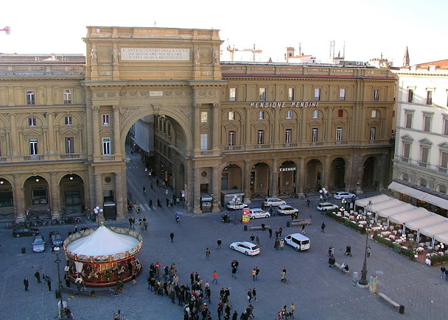 Vista aérea da Piazza della Repubblica em Florença