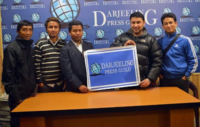 Senior reporter(The Telegraph) and Darjeeling Press guild president Mr. Vivek Chettri presenting flex to Mungpoo Press Club
