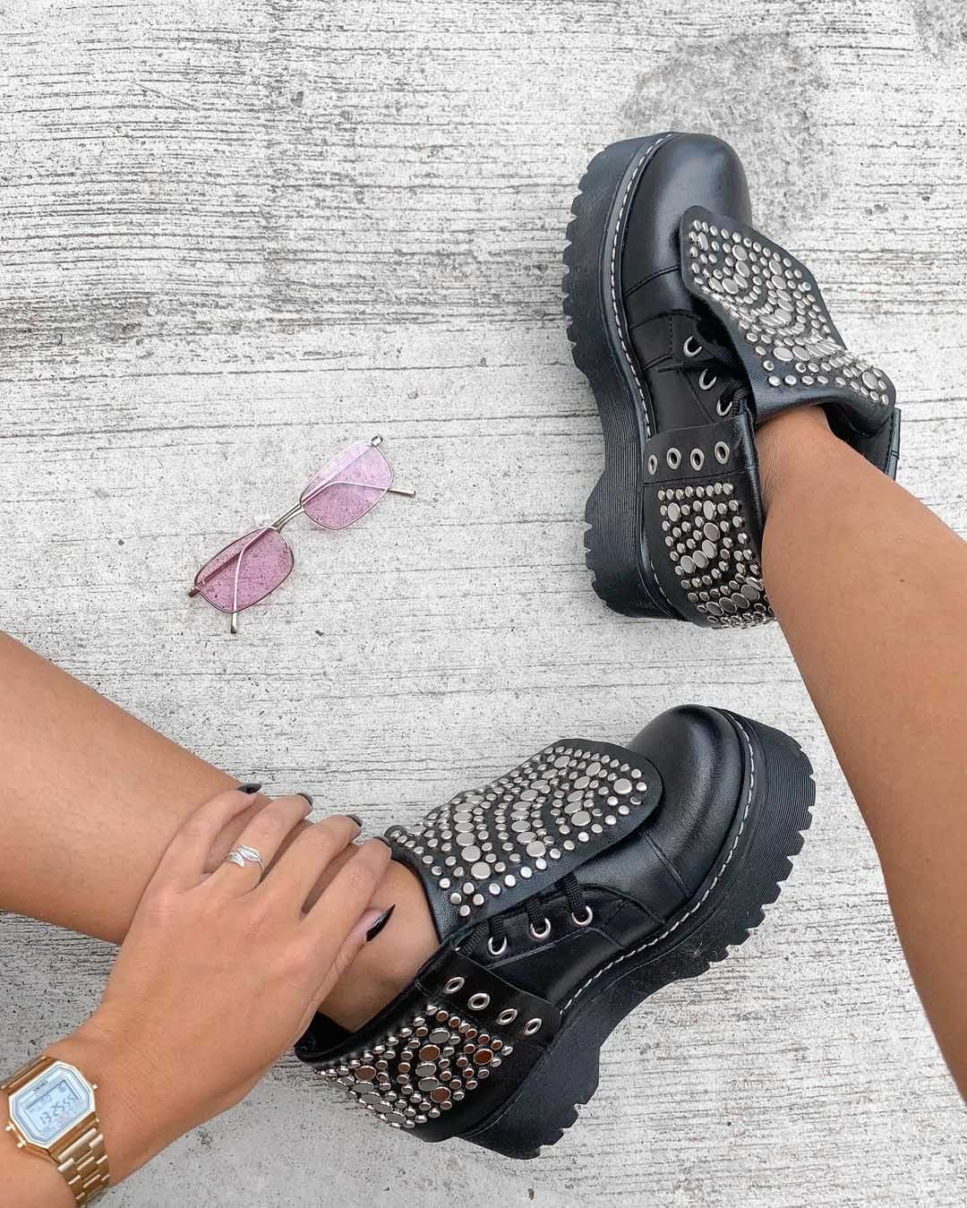 zapatos acordonados con tachas invierno 2021 moda mujer calzado femenino invierno 2021