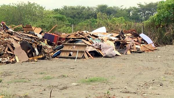 田中高鐵站區滯洪池遭破壞 淪堆置廢棄木材墳場