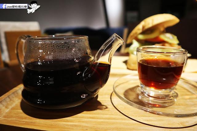 IMG 4600 - 熱血採訪│凱度高空咖啡館,隱藏在高樓大廈裡的夜景咖啡,百元有找,談生意、約會好地方