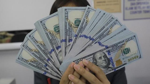 Rupiah Loyo, Eksportir-Importir Beli Dolar Berapa Hari Ini?