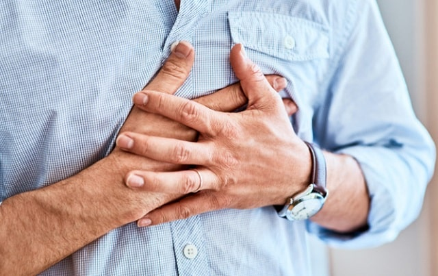 chest pains when to go to er heart attack signs emergency room