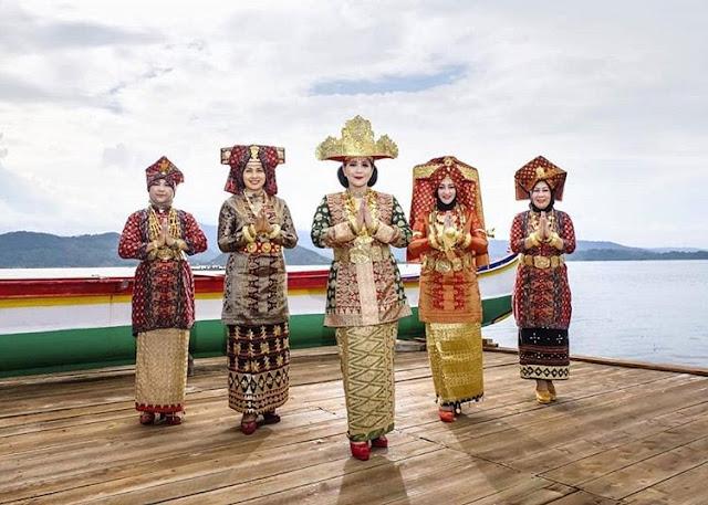 Pakaian Adat Provinsi Lampung - Pakaian Adat Tradisional Tulang Bawang