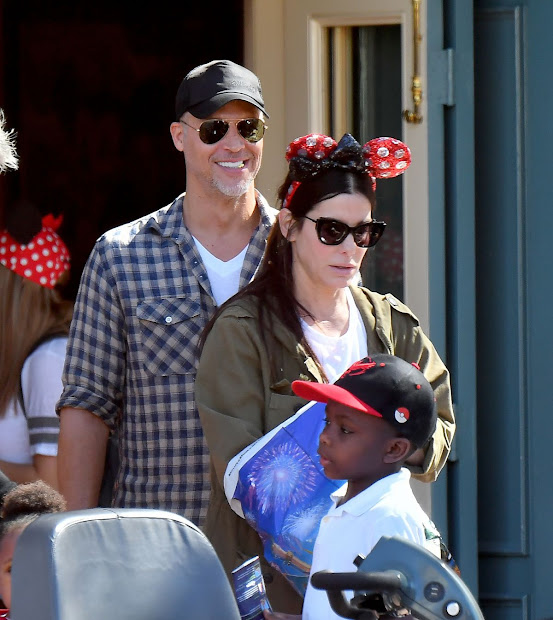 Sandra Bullock Bryan Randall Jason Bateman & Family Spending Day Disneyland In Anaheim
