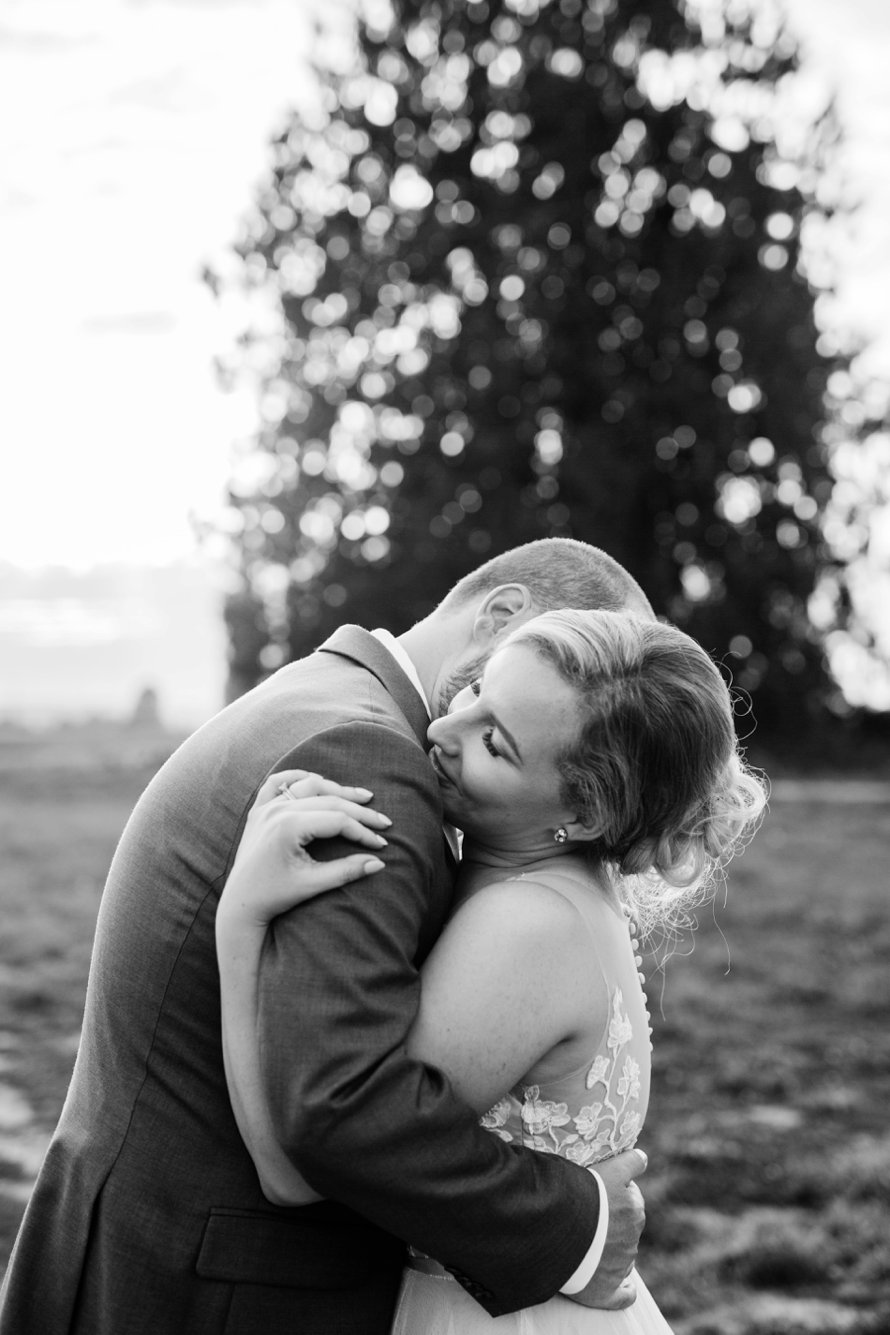 Dairyland Wedding Venue-White Barn Wedding-Snohomish Wedding Photographers-Something Minted Photography