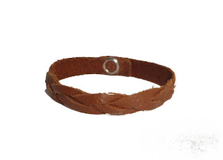 Bracelet tressé en cuir fermé marron