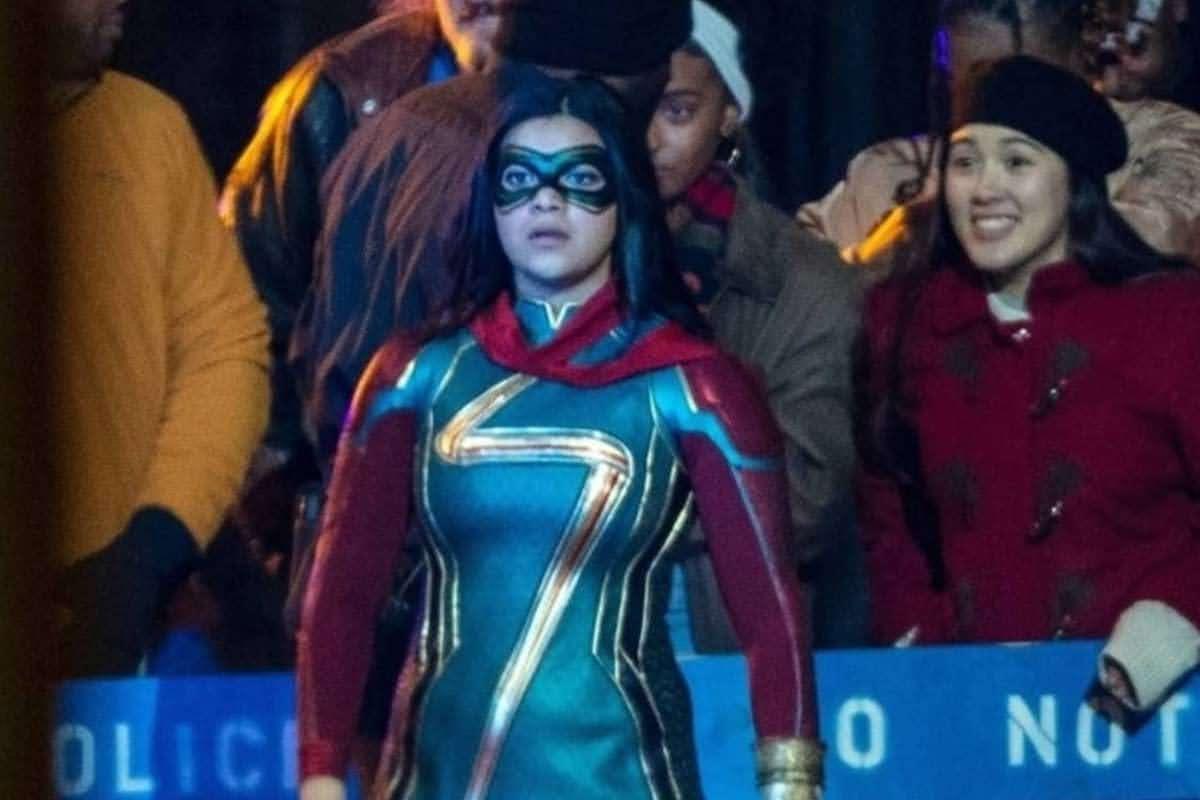Ms. Marvel Iman Vellani in Superhero Costume : マーベルの新しい戦うヒロインのイマン・ヴェラーニちゃんが、キャラクターのコスチュームを身に着けて、初登場 ! ! の Disney+ 配信シリーズ「ミズ・マーベル」のセット・フォト ! !