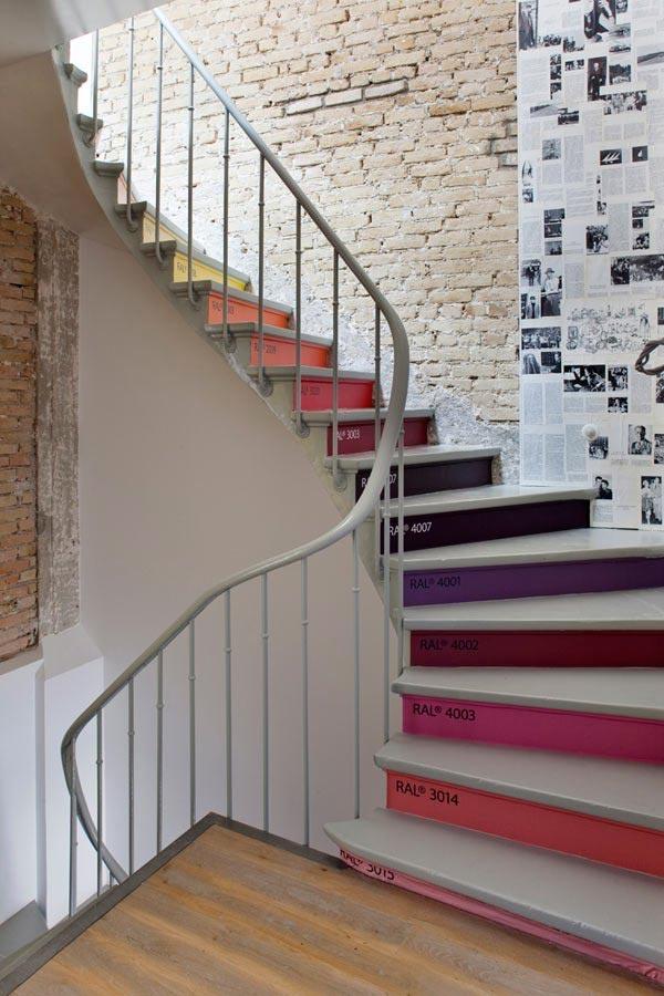 Fofura do Dia: criativa escada arco-iris. Blog Achados de Decoração