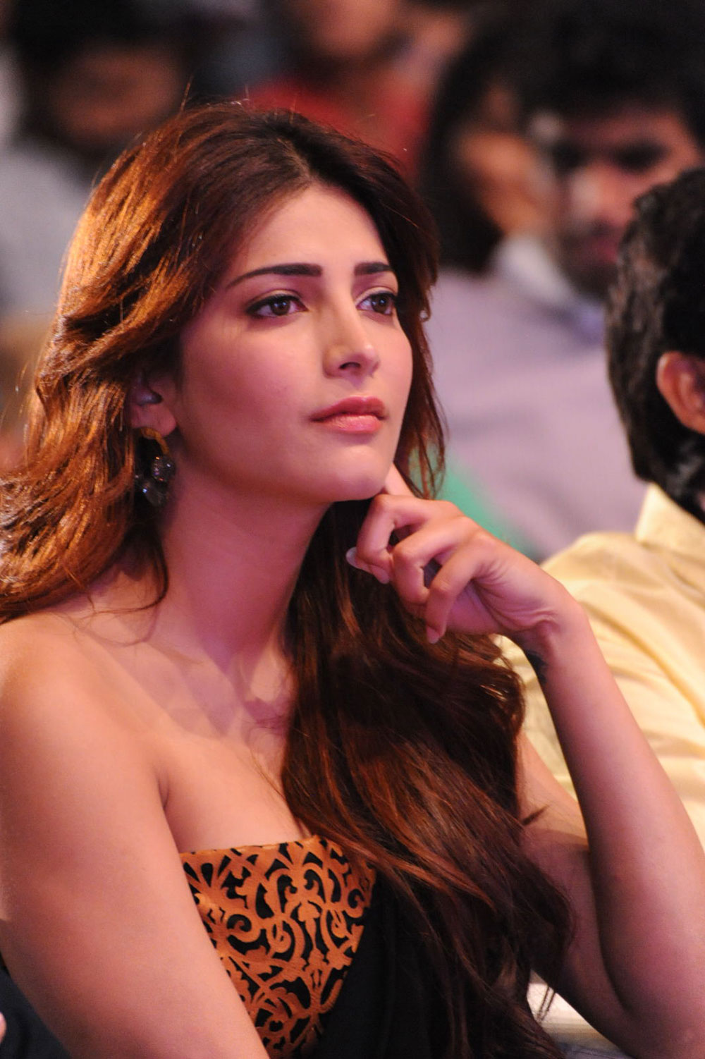 Shruti haasan latest gorgeous looking photos