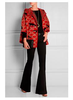 Красный жакет с черными брюками